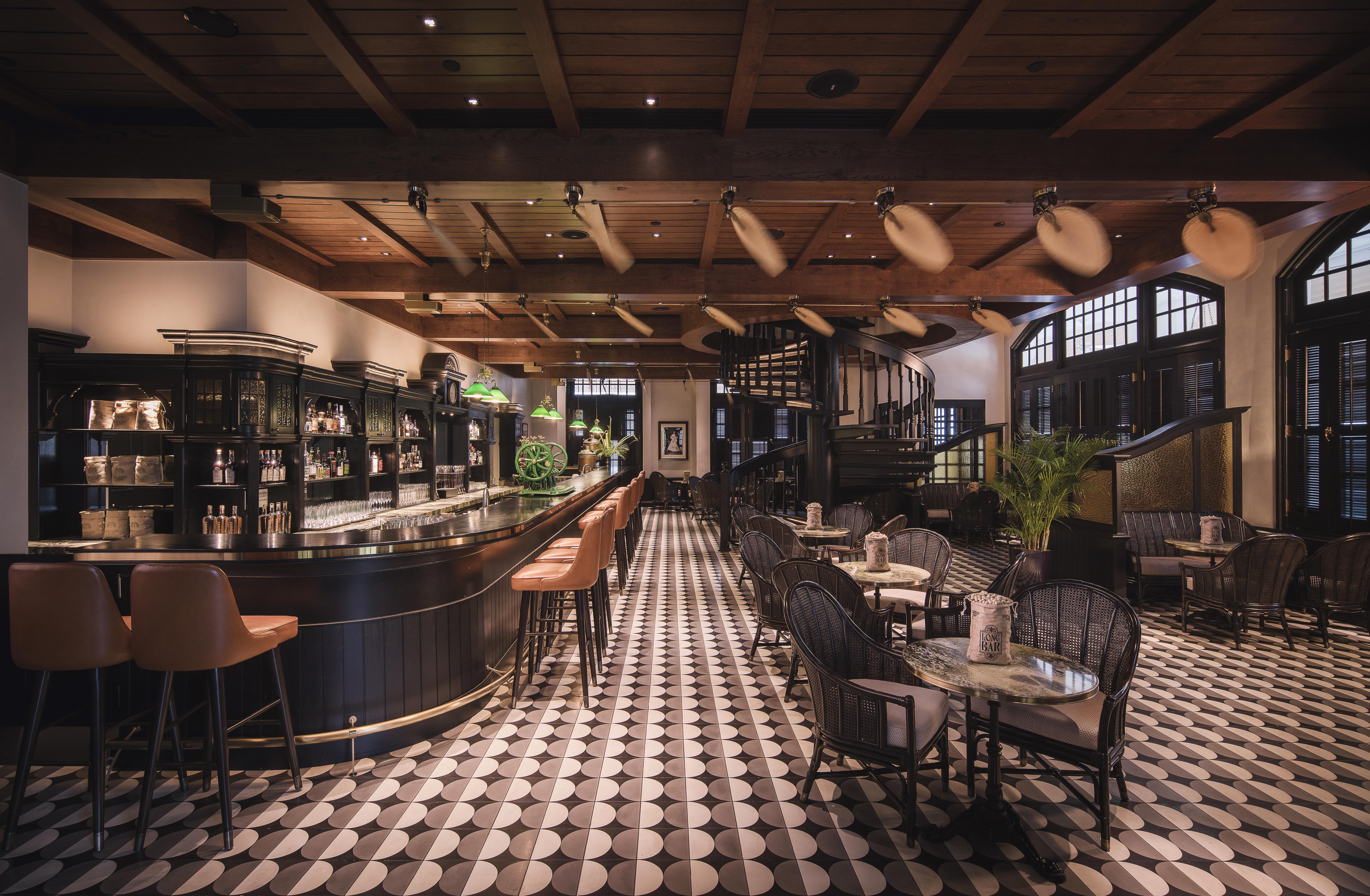 Long Bar - Interior (1)